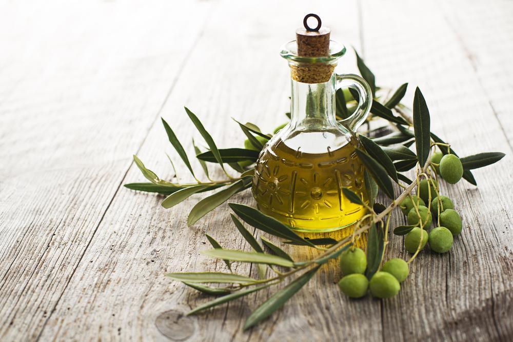 Hladno stiskano, deviško olivno olje vsebuje veliko vitaminov in hranljivih snovi. Prav tako je polno antioksidantov, ki preprečujejo nastanek rakavih obolenj. Obenem olivno olje spodbuja kognitivne funkcije v možganih k boljšemu delovanju.